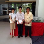 Lim Kim Long and his father with Jennifer Cheong at KDU (1)