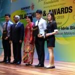ECEF scholarship students with Tan Sri Ramon Navaratnam