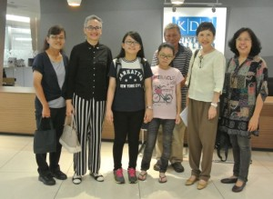 Khai Zin and her family with Datin Azimah, Dolly Foo and Jennifer Cheong at KDU